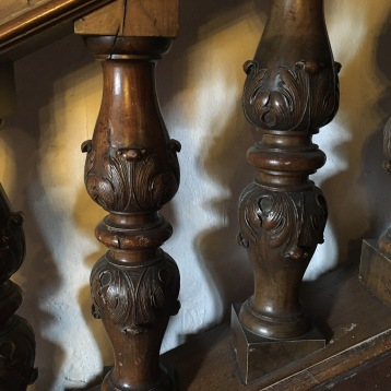 rzeźbiona balustrada