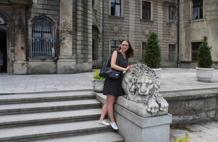 pałac w Mosznej z lwem
